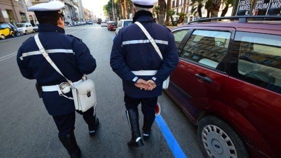 Risultati immagini per BLOCCATI PARCHEGGIATORI ABUSIVI A NAPOLI