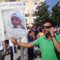 """Taranto, la mamma del bimbo di 5 anni stroncato dal cancro: """"Ucciso dai veleni nel mio..."""