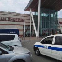 Molfetta, assalto al portavalori nel piazzale dell'Ipercoop: banditi in fuga tra i clienti