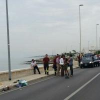 Bari, moto si schianta sul lungomare: vittima una 19enne, casco non omologato