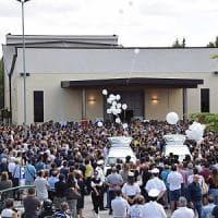 Altamura, la città si ferma per l'addio alle cinque giovani vittime dell'incidente