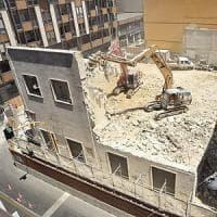 Cinema, a Bari va giù un altro pezzo di storia: l'Armenise abbattuto dopo