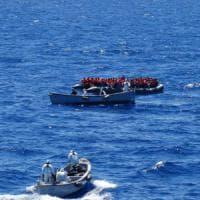 Sbarchi, sos a largo del Salento: soccorsi in mare 51 migranti in barca