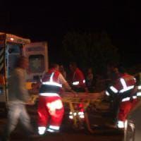 Matera, investe e uccide in moto un passante: 18enne arrestato, senza patente e positivo...