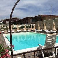 Taranto, nullatenente affittava villette con piscina: tutte le strutture sono abusive