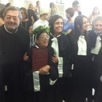 """Lecce, a 84 anni si laurea in filosofia con 110 e lode: """"Gli anziani sono importanti per..."""