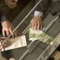 Matera, impiegato delle buste paga in Provincia si gonfia lo stipendio per 10 anni:...