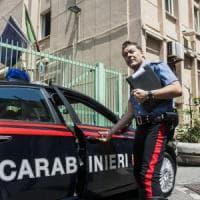 Taranto, pugni e minacce alla convivente che vuole lasciarlo perché violento: