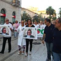 Femminicidio a Taranto, il papà e la mamma in corteo con la foto della figlia uccisa