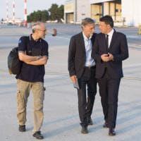 Scontro tra treni in Puglia, Renzi arriva sul luogo del disastro