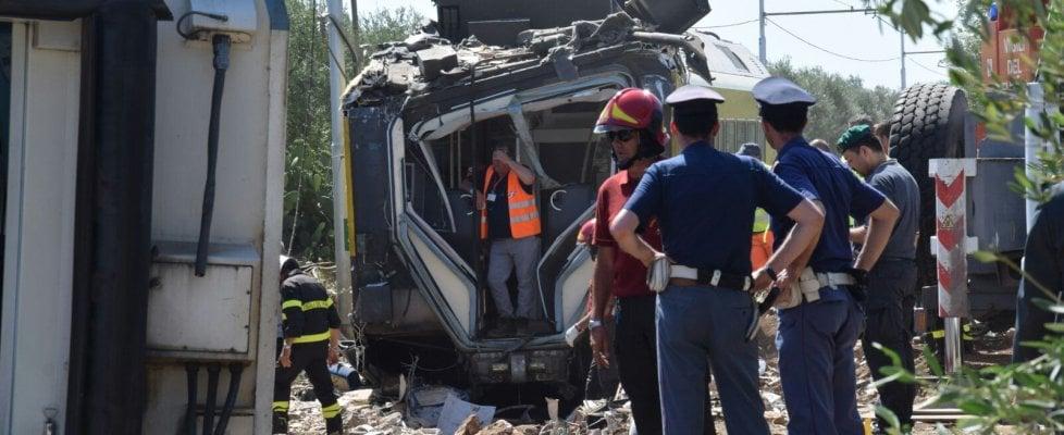 Scontro fra treni in Puglia, identificate le 23 vittime. Mattarella visiterà la camera ardente