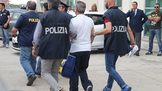 Rimini, arrestato latitante: alla cattura si complimenta con agenti
