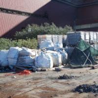 Ilva, rifiuti pericolosi accatastati nello stabilimento di Taranto: quattro indagati