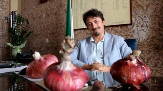 """Bari, il sindaco manda i vigili all'Auchan: """"Controllate se le cipolle rosse sono di Acquaviva"""""""