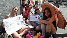 Lecce, i fan sotto il sole per Alessandra Amoroso