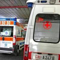 Bari, si barrica nella villa e fa esplodere bombola del gas: tre feriti