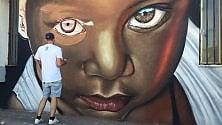 Razzismo, torna il murale danneggiato dei vandali