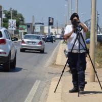 Bari, il telelaser inchioda un ultraottantenne che guidava a 100 orari in città: patente...