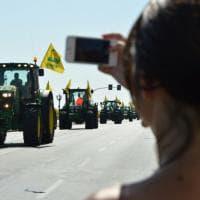 Bari, la marcia dei trattori Coldiretti blocca il lungomare