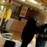 Brindisi, arrestati per assenteismo due dipendenti del Comune: uno era in giro e l'altro...