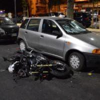 Taranto, la moto si schianta sulle auto parcheggiate: muore centauro 39enne