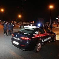 Brindisi, spari contro il dormitorio per migranti: caccia a due uomini in