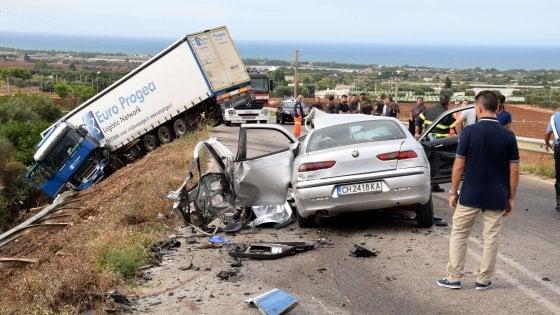 Tragico incidente stradale sulla Conversano-Cozze, un morto e un ferito gravissimo