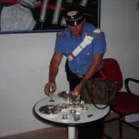 Bari, con l'argenteria in sella a una moto: denunciati due topi d'appartamento