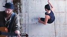 Musica e danza aerea la 'vita sospesa' di Molla