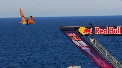 Polignano, i campioni mondiali dei tuffi  per Red bull cliff diving: c'è Tania Cagnotto
