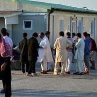 Bari, lite all'interno del Cara: 43enne accoltellato, è in gravi condizioni