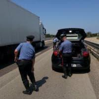Brindisi, incidente sulla statale 16: auto travolta da autotreno, cinque