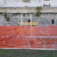 Bari, la Muraglia si sbriciola: il Comune interviene con puntelli e transenne