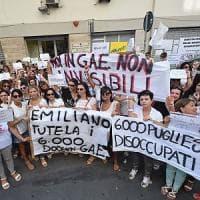 Scuola, a Bari la protesta dei docenti precari: dopo i nastrini 'rossi'