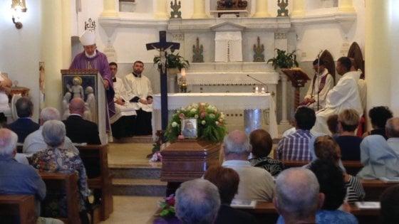 """Terremoto, a Taranto i funerali di suor Anna Serio. Il vescovo: """"Anche nel dolore c'è il Signore"""""""