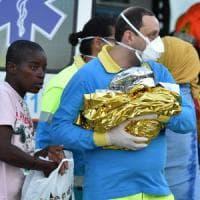 Migranti, oltre 1700 arrivati ai porti di Taranto e Brindisi. A bordo anche due salme