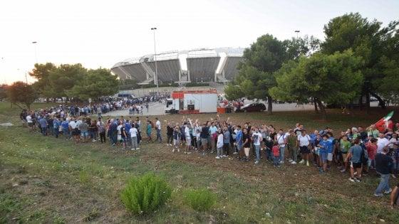 Bari, controlli antiterrorismo allo stadio per Italia-Francia: due chilometri di code agli ingressi