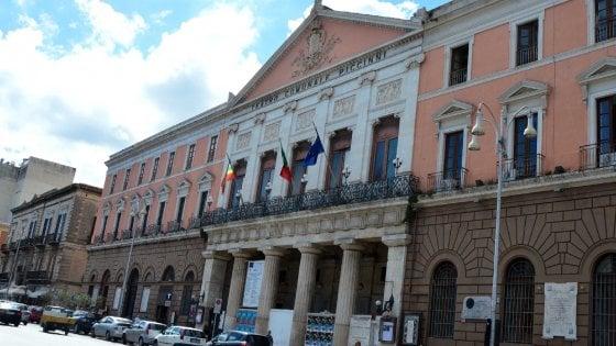 Bari, sparite 19 carte d'identità nell'ufficio del Comune: scattano controlli a tappeto