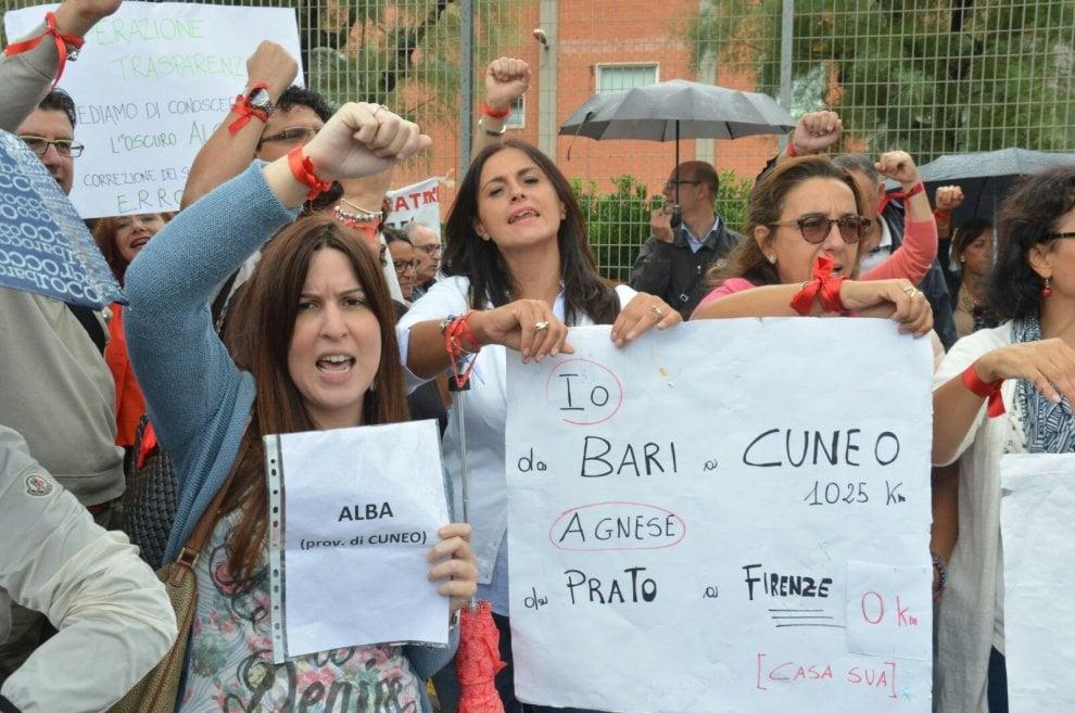 """Bari, Renzi contestato dagli insegnanti: """"Noi deportati"""""""