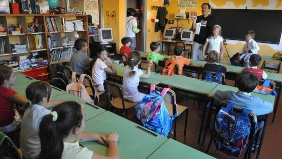 Bari, primo giorno di lezione in quasi tutte le scuole. E al liceo Scacchi quattro aule sono inagibili
