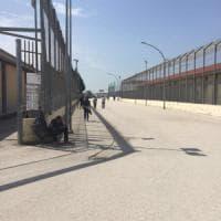 Migranti, a Foggia primi indagati per la vicenda del Cara denunciata da Repubblica ed Espresso