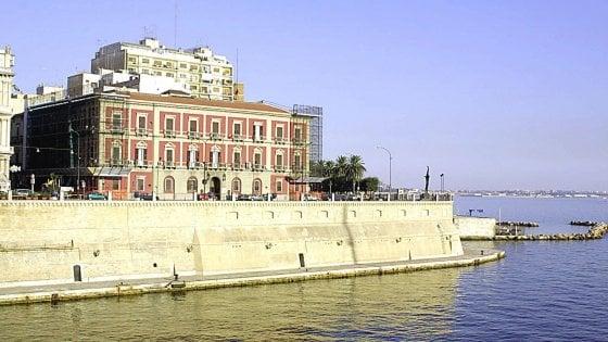 Capitano della Marina arrestato mentre intasca tangente di 2.500 euro