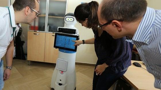Sanità, arriva il robot Mario nell'ospedale foggiano di padre Pio: aiuterà i pazienti anziani
