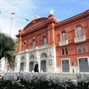 Bari, al Petruzzelli va in scena Cenerentola: la Fondazione apre il teatro agli studenti