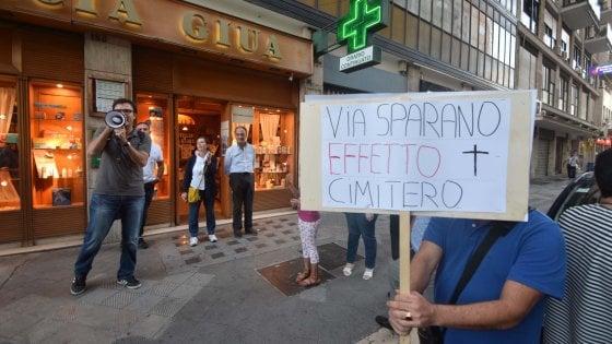 """Bari, nuova via Sparano senza i gazebo dei bar. Il comitato anti restyling: """"Effetto cimitero"""""""