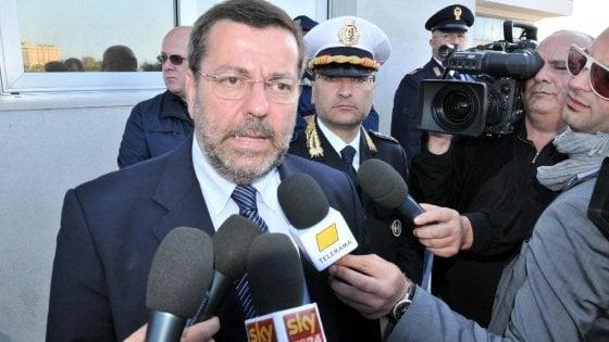 """Brindisi, i pm chiedono il rinvio a giudizio per l'ex sindaco Consales: """"Tangente da 30mila euro"""""""