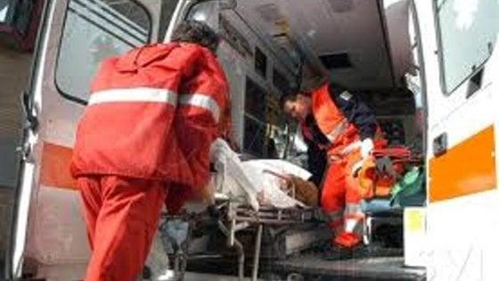 Lecce, perde il controllo della moto e finisce contro un palo: muore giovane di 22 anni