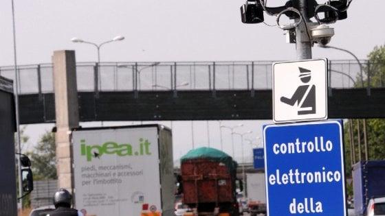 Lecce, autovelox della discordia distrutto da un fulmine: sit-in e petizioni per eliminarlo