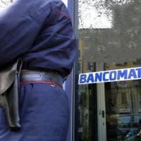Brindisi, borsone con i soldi per la banca scippato a un vigilante: due