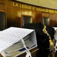 Bari, mancano i cancellieri ma negli uffici del tribunale arrivano i barellieri della...